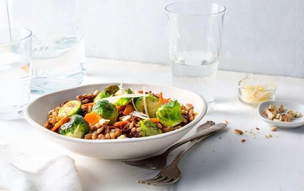 Ensalada vegetariana con espelta zanahorias y coles 1500 calorias dieta vegetariana para ponerse en forma
