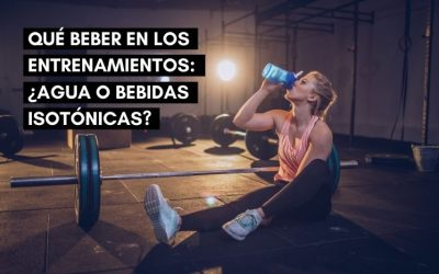 Qué beber al entrenar: ¿Agua o bebida isotónica?